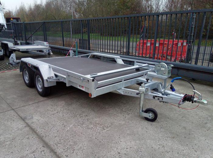 Autotrailer BCW - laadvloer tussen de wielen - vooraanzicht